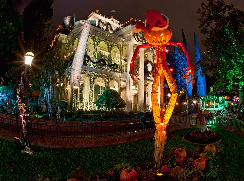 Mickeys Halloween Party At Disneyland (C) Disney