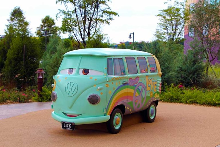 Your Guide to Using Uber, Lyft, and Minnie Vans at Walt Disney World
